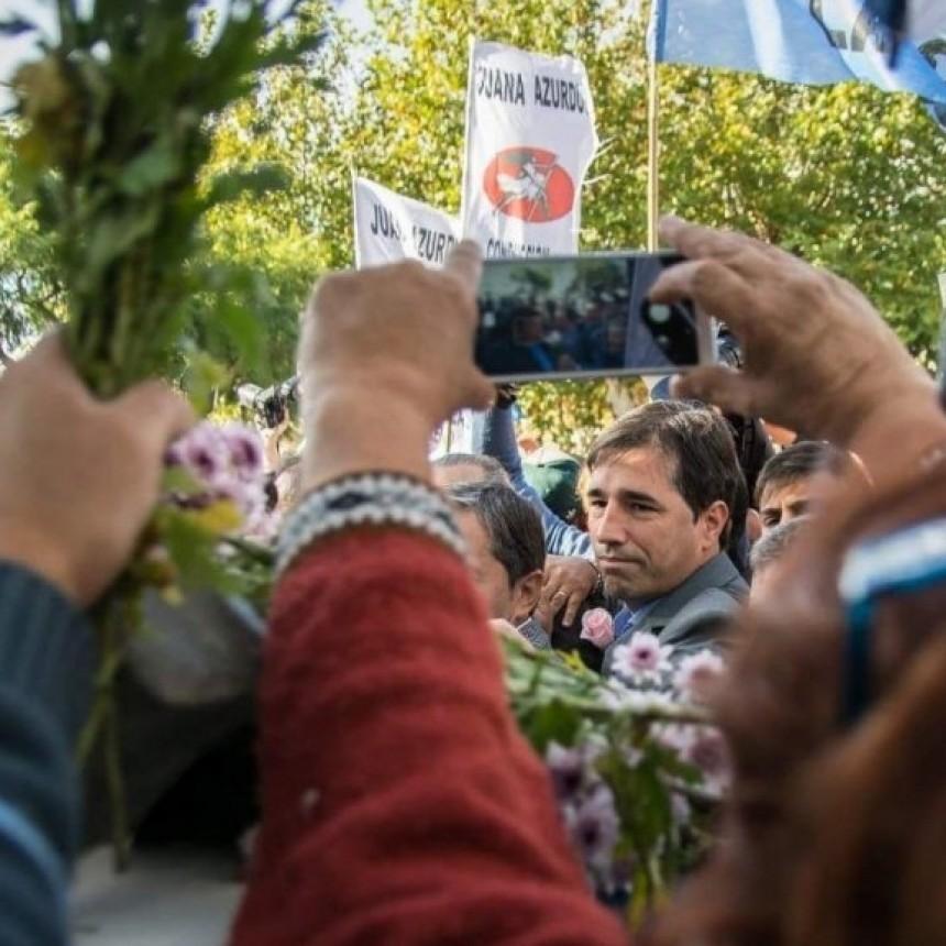 Franco Flexas se presentó hoy Martes 7, en el acto del PJ y ofrendó una rosa ante busto de Evita