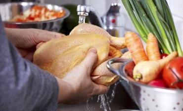 Sabias que lavar el pollo antes de cocinarlo puede matarte?