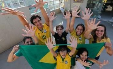 Furor por familia brasileña con 6 dedos en manos y pies