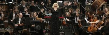 Valeria Lynch fue ovacionada de pie en el Teatro Colón