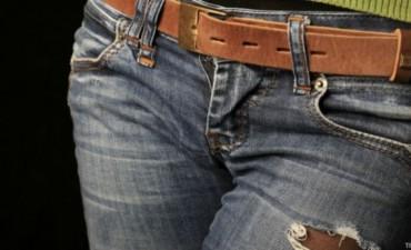 El extraño caso de la mujer que quedó atrapada en sus apretados jeans