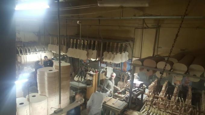 El diputado Javier Mignaquy visitó la fábrica de guitarras Gracia