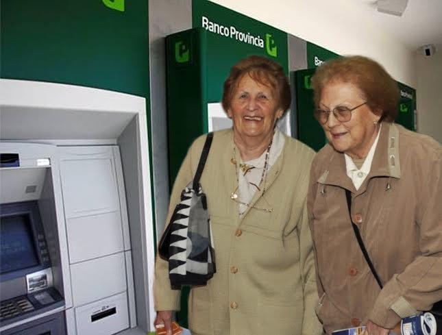 Jubilados y pensionados del IPS cobran haberes de junio y medio aguinaldo