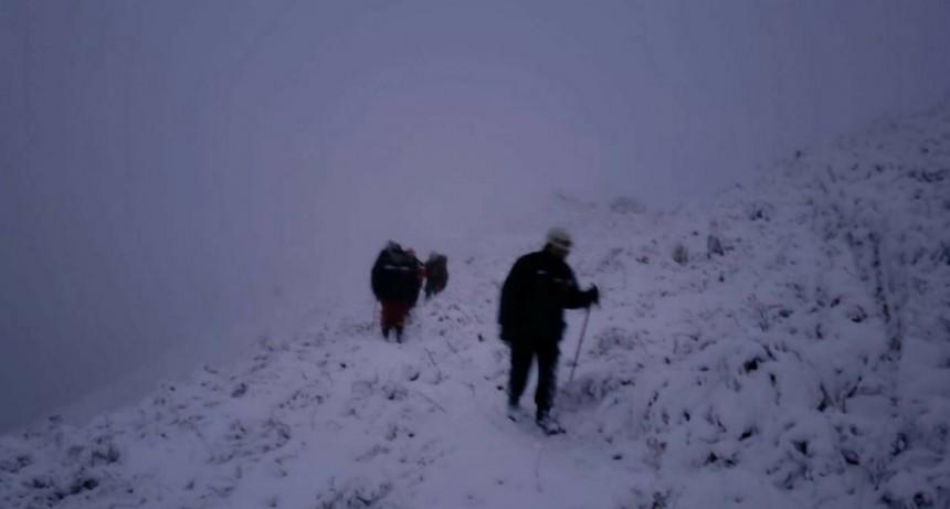 Dura tarea de rescate de la comitiva por nieve en la montaña