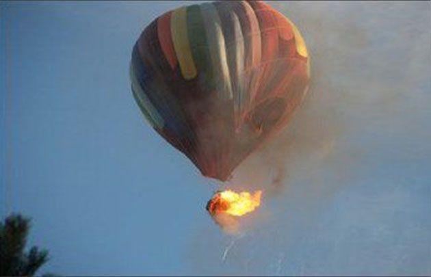 Mueren 16 personas al caer un globo aerostático en Texas