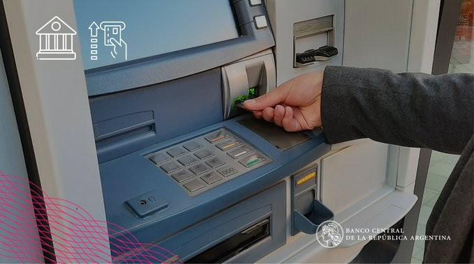 Prorrogan las operaciones sin cargo en los cajeros automáticos de todo el país