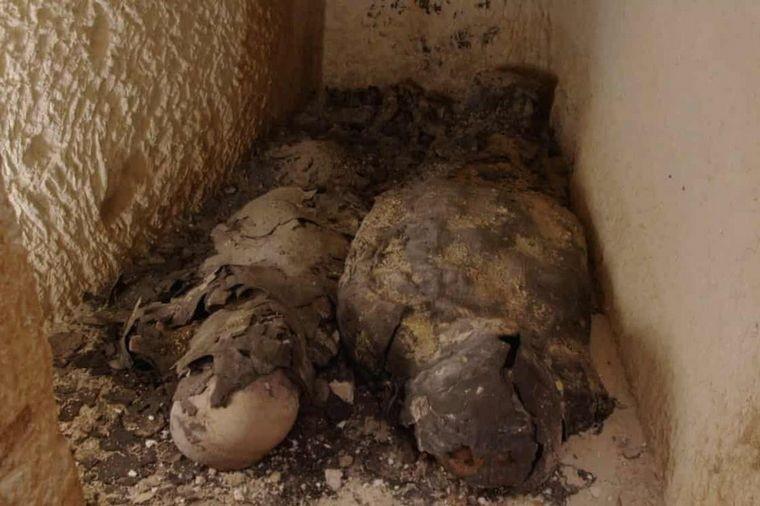 Hallan dos momias cubiertas de oro vinculadas con Cleopatra