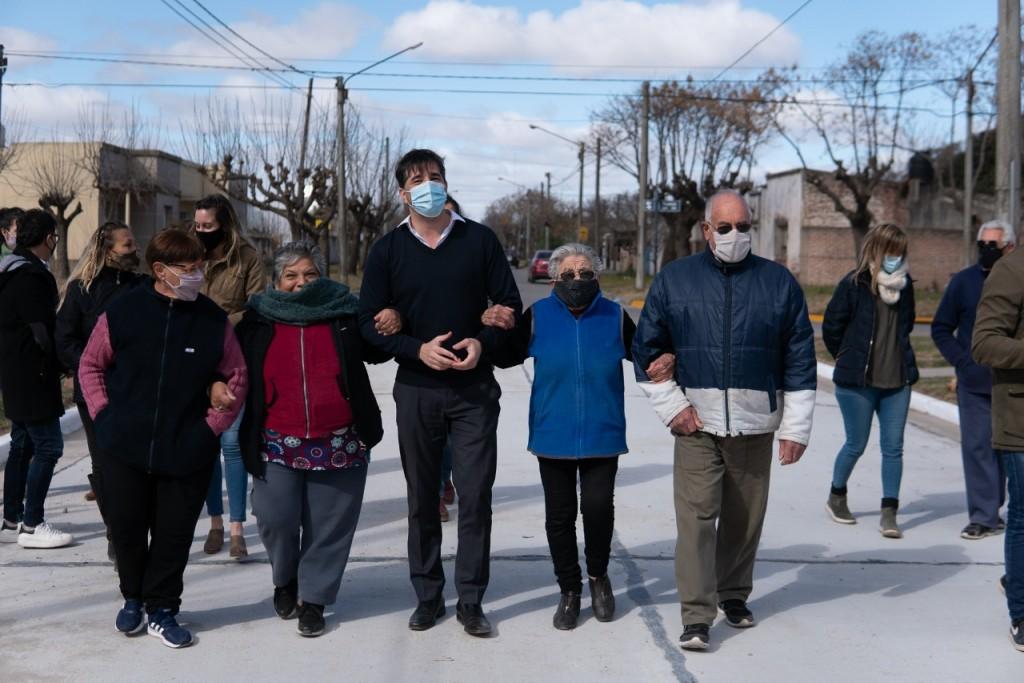 FRANCO FLEXAS : Junto a los vecinos inauguró el pavimento del barrio Matadero