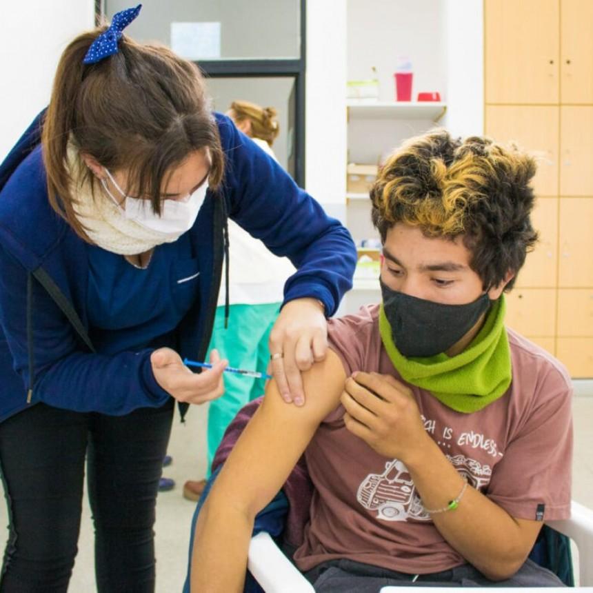 La Provincia cerca de anunciar la «vacuna libre» para mayores de 18 años