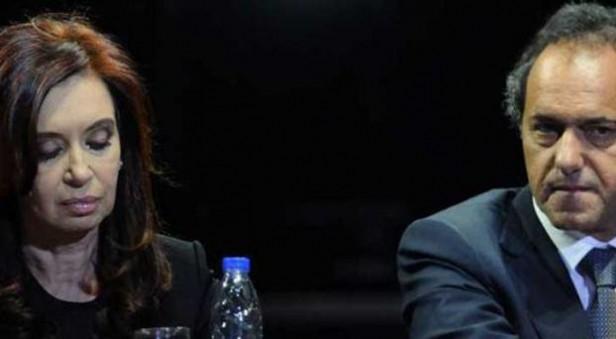 Scioli y Cristina muy preocupados por encuesta reservada by Rodolfo Patricio Florido