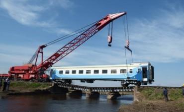 Al rescate del vagon ferroviario sobre el Salado