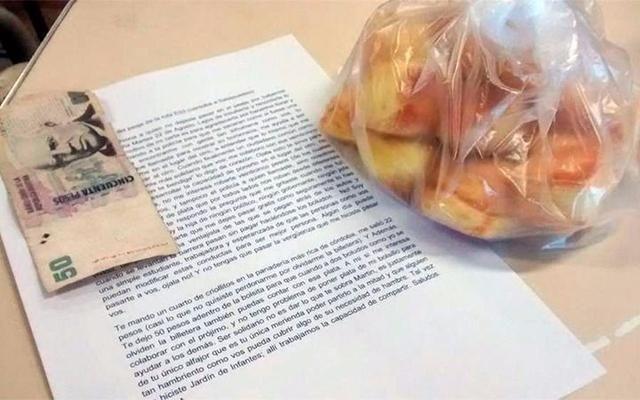 No pudo pagar el peaje, discutió con el supervisor y le mandó una carta con bizcochos que se hizo viral
