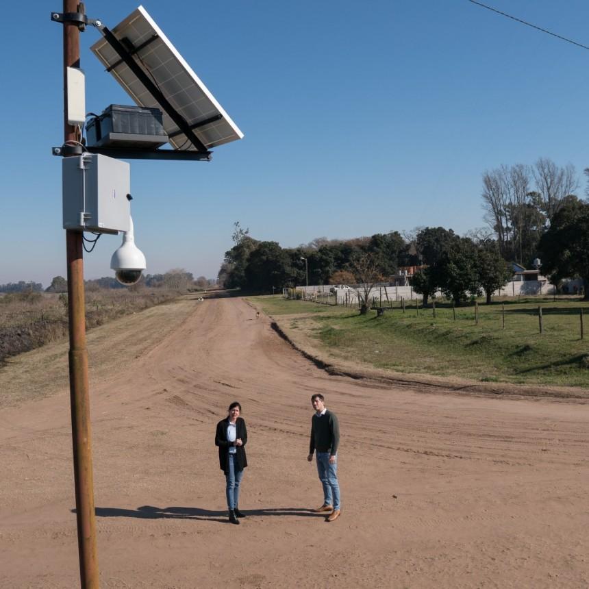 Luego de meses de trabajo el municipio logró 2 colocar cámaras de seguridad en San Emilio.