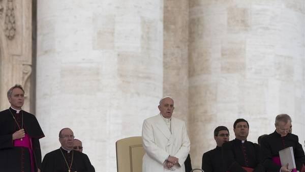 El Papa echa a un obispo que protegía a un cura argentino acusado de pedofilia