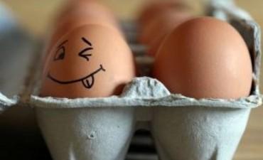El huevo no sube el colesterol y recomiendan reemplazar la gaseosa por más agua