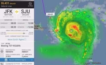 Un avión de pasajeros desafió al huracán y cumplió su vuelo con siete minutos de antelación