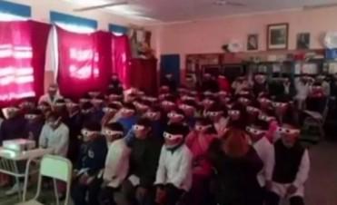 Increíble reacción de alumnos por su primera película 3D