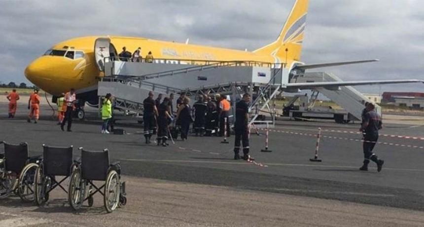 Nueva York: avión estuvo en cuarentena con 10 personas enfermas