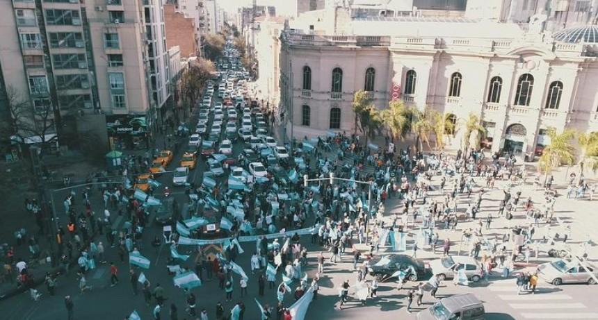 Banderazo contra el Gobierno en distintos puntos del país