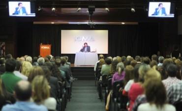 Felipe Pigna en el Espacio Cultural IOMA: La historia y las políticas publicas en salud