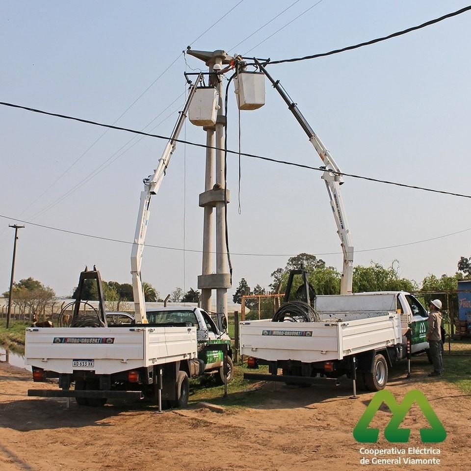 La Cooperativa Eléctrica avanza firmemente con la obra de tendido de cable preensamblado en media tensión