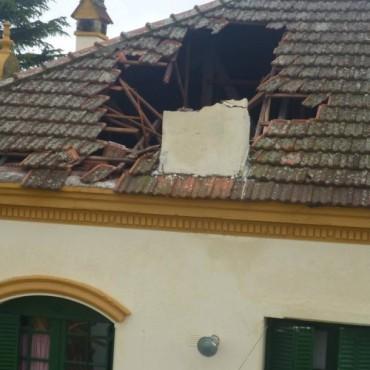 LA DELFINA: el viento tambien hizo bastante daño en la escuela 23