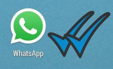 Polémica en las redes con el doble tic azul de WhatsApp