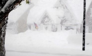 Tormentas de nieve congelan casi la mitad de EE.UU. y dejan al menos 5 muertos