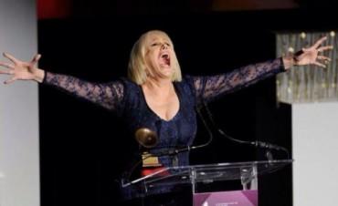 Valeria Lynch recibio su GRAMMY, a la excelencia musical