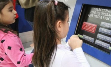 Polémica abierta. Menores podrán tener ahora caja de ahorro y usar débito