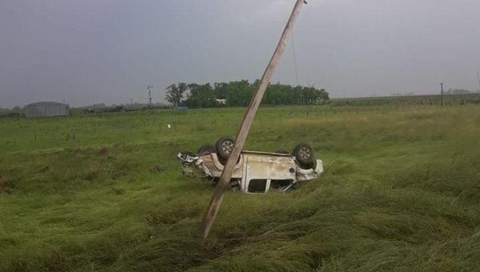 Ruta 7: una camioneta perdió el control y volcó sobre la banquina