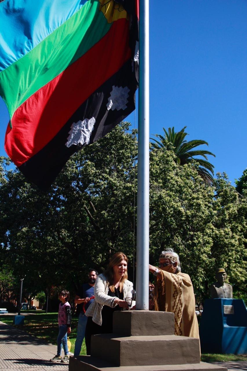 Viviana Guzzo participó del acto oficial por el 128° aniversario de Los Toldos