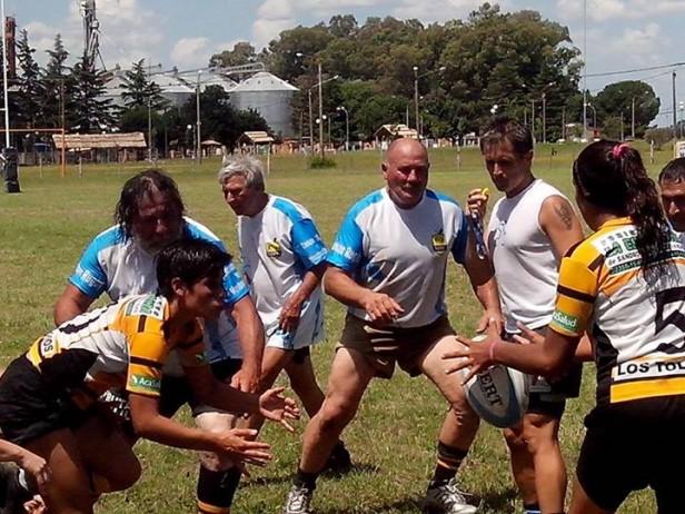 """A pesar de las altas temperaturas del domingo una gran cantidad de rugbyer's y publico se hizo presente en el Complejo Deportivo Ángel """"Mono"""" Iparraguirre donde Marabuntas Rugby Club realizo su 1° Torneo Interno."""