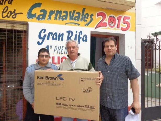 Comisión de Corsos 2015 Gral. Viamonte, entrego premio, sorteo mes noviembre, de la rifa que tiene en circulación