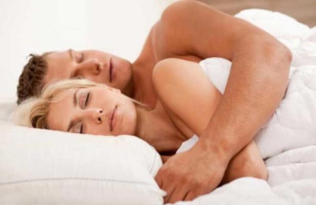 Los 6 motivos por los que debemos dormir desnudos