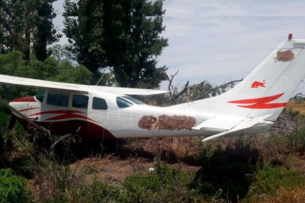 Hallan una avioneta abandonada en un campo de Santa Fe