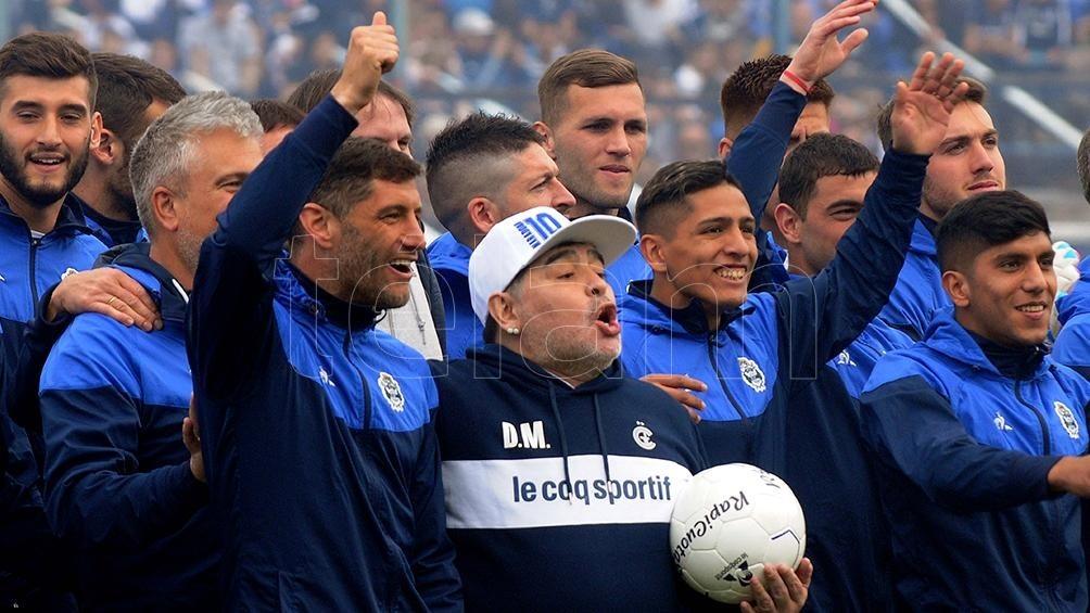 Pellegrino fue reelecto en Gimnasia y Maradona confirmó que sigue