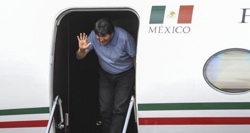 Evo Morales viajó a Cuba y podría instalarse en Argentina