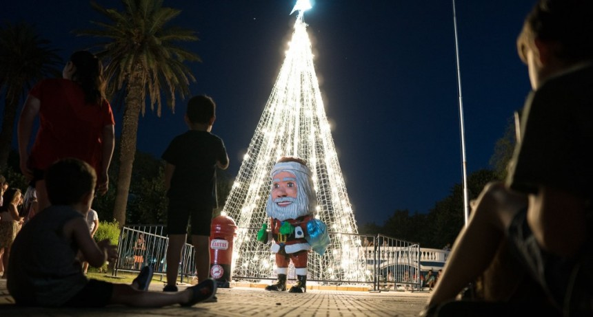 Los Toldos, encendió su árbol de Navidad