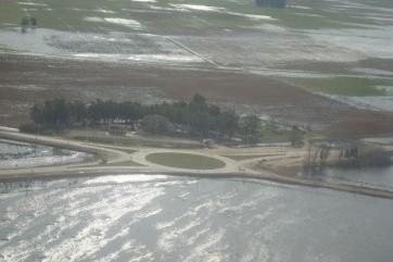 El agua interrumpió varias rutas importantes