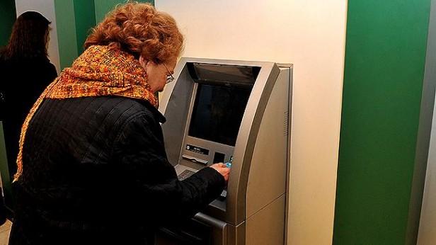Jubilados y pensionados comienzan a cobrar los haberes de octubre