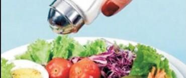 La Provincia acordará con los gastronómicos que restaurantes retiren el salero de la mesa