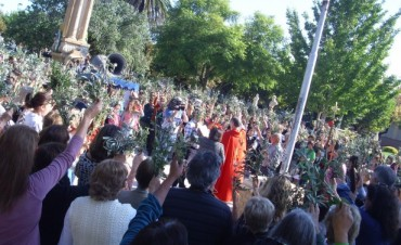 El significado y la importancia del Domingo de Ramos. Mas de un centenar de personas acompañan la representacion religiosa en Los Toldos