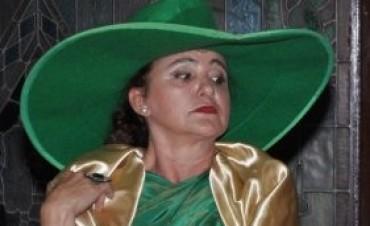 La actriz Aracelli Lisazo de visita en Los Toldos