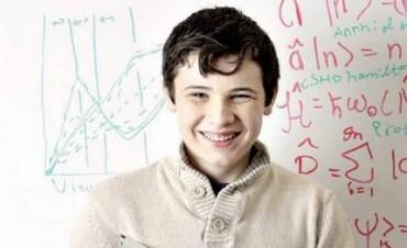 A los 2 años le diagnosticaron autismo, ahora tiene 14 y lo comparan con Albert Einstein