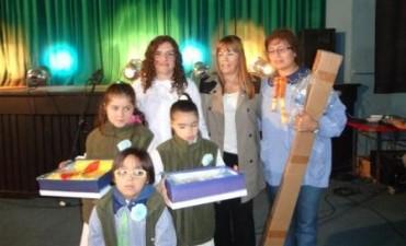 La Senadora Provincial Villa entrego Bandera de Ceremonia a Establecimientos Educativos del Partido.