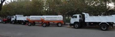 Destinados a Servicios Urbanos: regadores, camiones y tractor