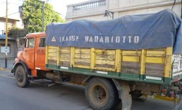 En Chacabuco detienen infranganti a un transportista cuando robaba cereal
