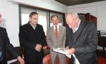 El Presidente de la Suprema Corte de Justicia de la Provincia de Buenos Aires Dr. Héctor Negri, visito el Juzgado de Paz y mantuvo una reunión